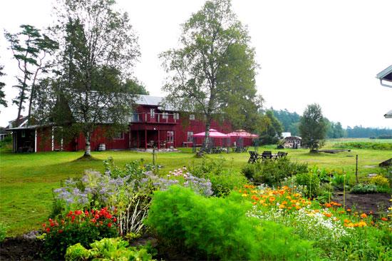 Charlottenlund är en liten familjeägd konferens- och rekreations anläggning med härligt charm