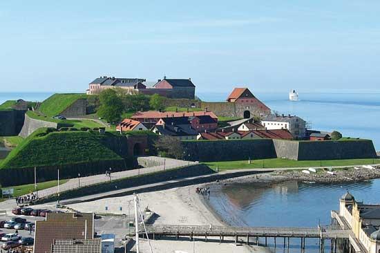 Inne på Varbergs Fästning och kort promenad från Varbergs centrum, hittar du Fästningens Vandrarhem - bo & konferera