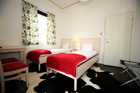Wapnö Gårdshotell utanför Halmstad erbjuder fräscha, rymliga och bekväma enkel-och dubbelrum för konferensgästen