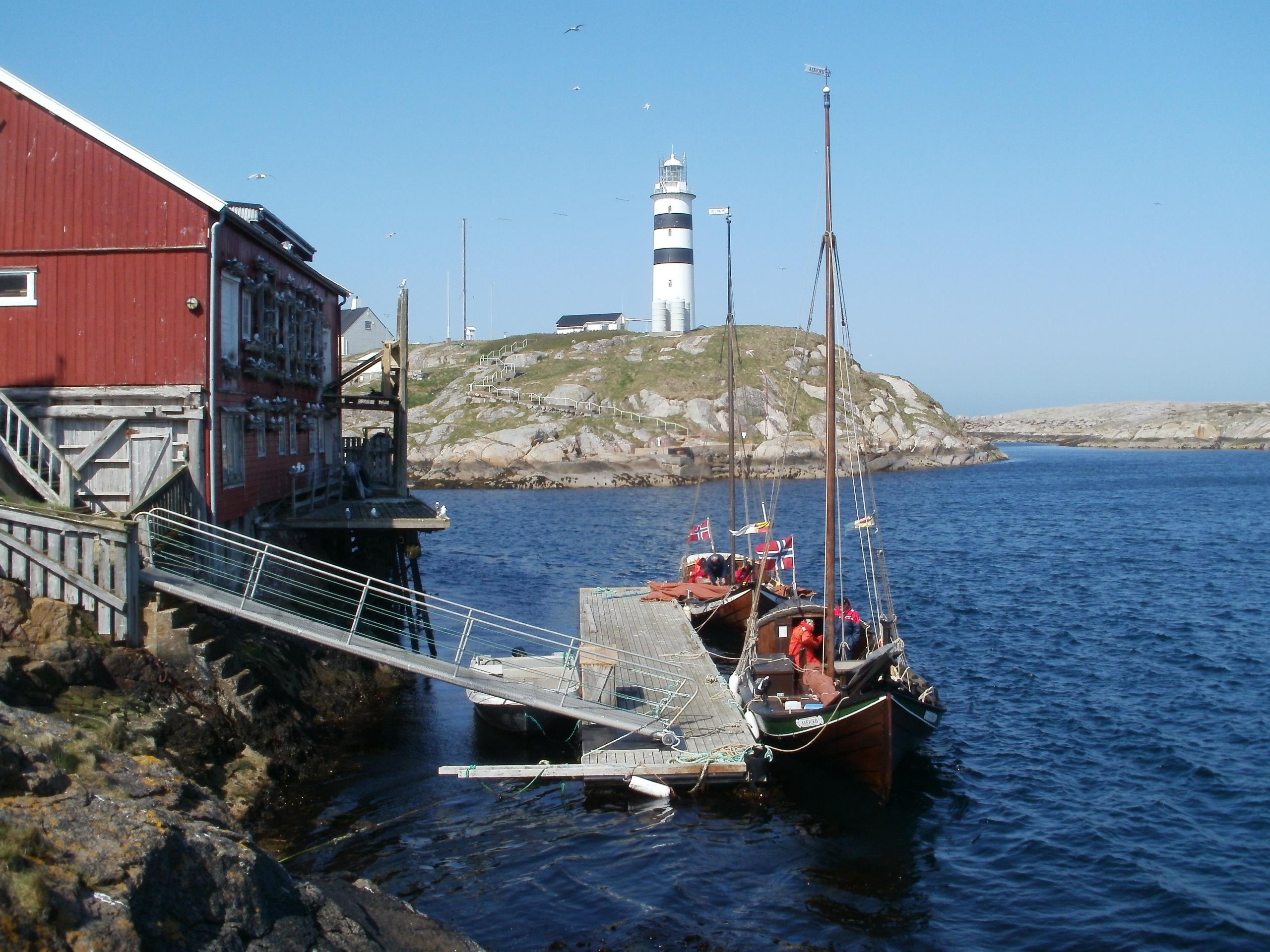 Halten fyr og Åfjordsbåter. Copyright: Laila H Støen