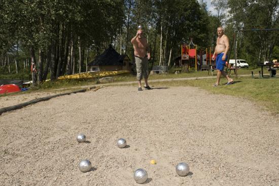 Boulebanan används flitigt av gästerna på Jälluntofta Camping
