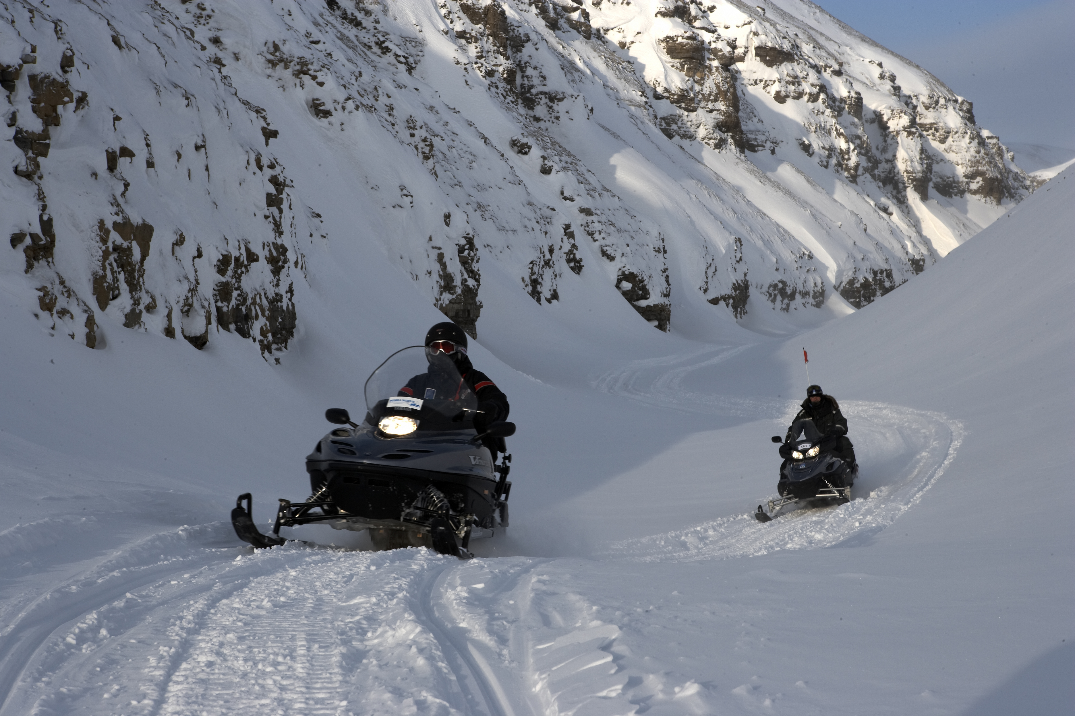 Snøscootersafari til Pyramiden-Spitsbergen Travel