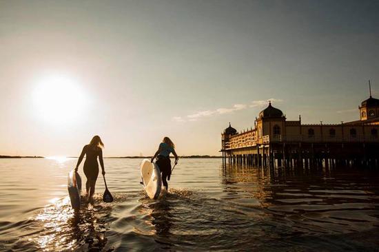 Supcoachen i Varberg erbjuder kurser i stand up paddling för stora och små.