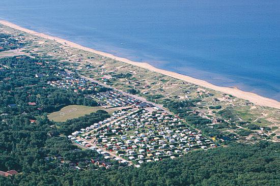 Du hittar Marias Camping i Mellbystrand där Sveriges längsta sandstrand ligger.