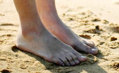 Barfota i sand