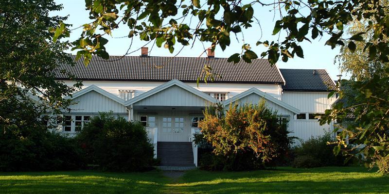 Jægtvolden Fjordhotell - entrance from the garden. Copyright: Jægtvolden Fjordhotell