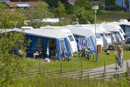 450 campingtomter med el finns till uthyrning på Getteröns Camping i Varberg.