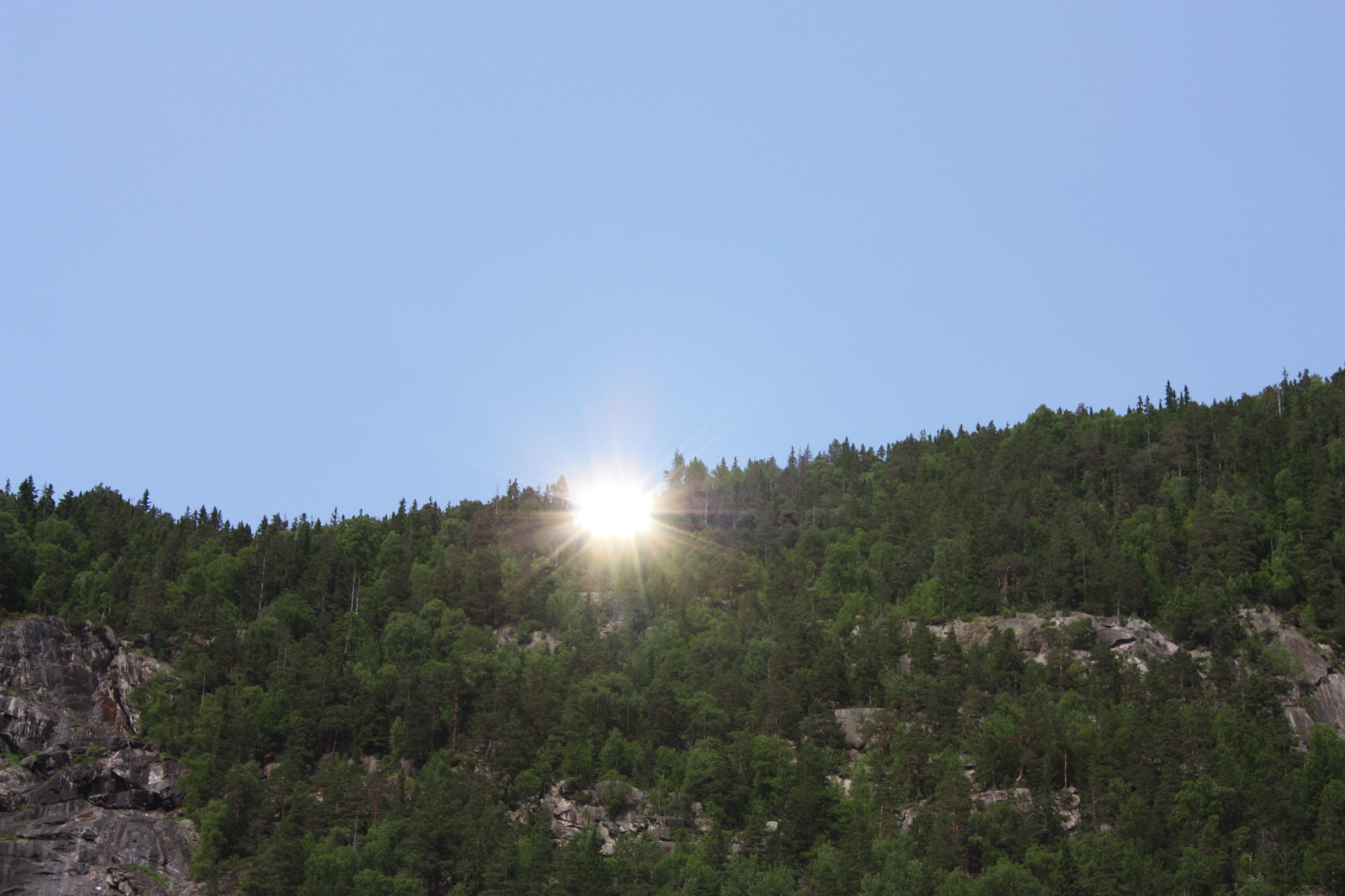 Solspeilet har 80 - 100 % effekt av solstyrken som blir fanget av speilene.   , © Tinn Kommune