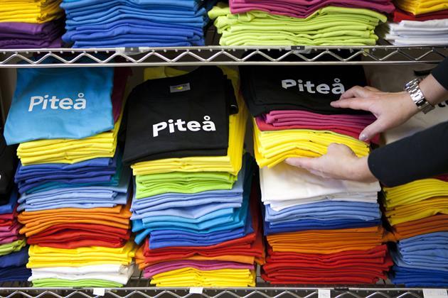 Bild över t-shirts i olika färger