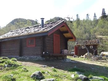 Guided tour to the saboteur cabin in Fjøsbudalen