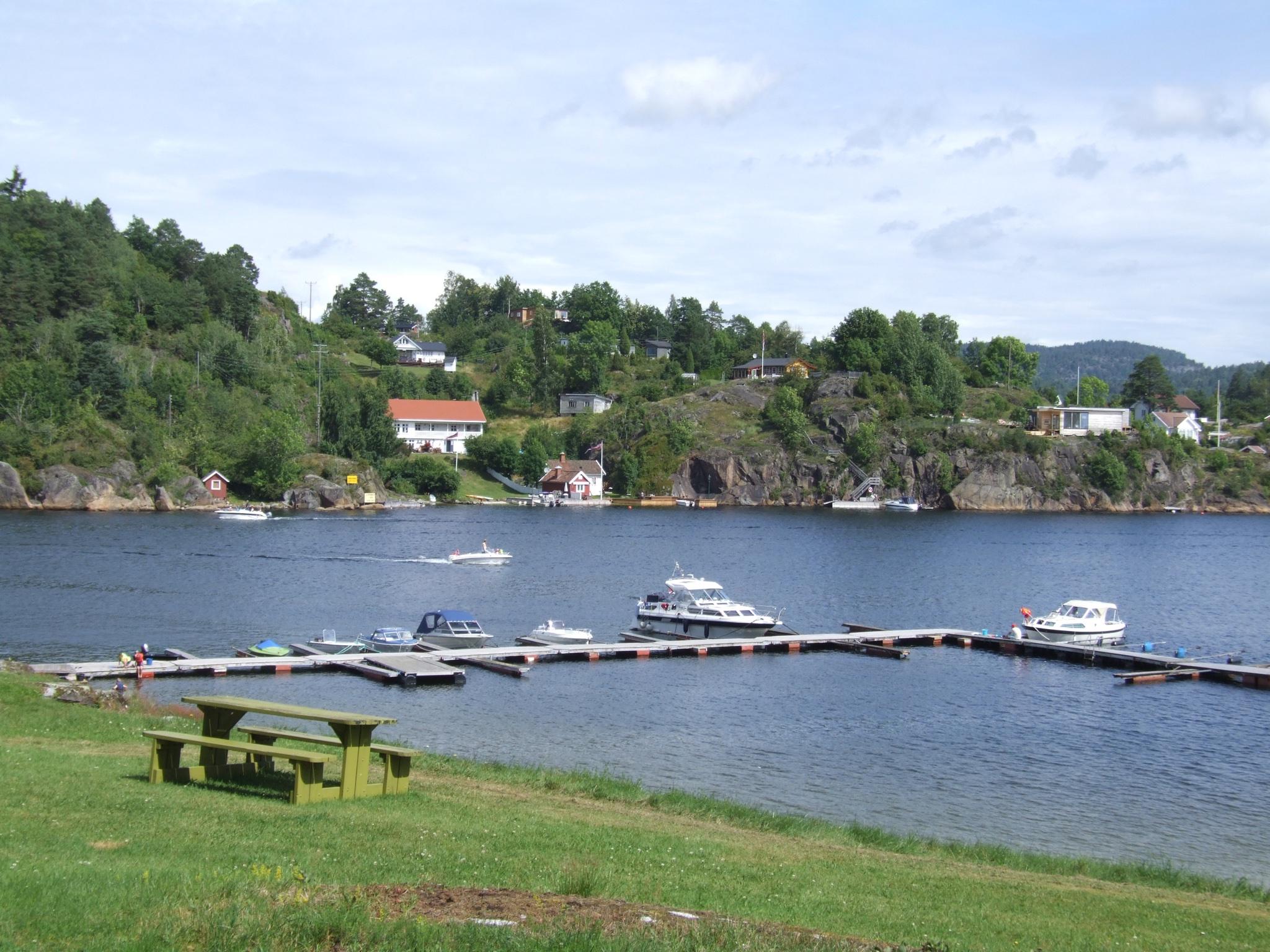 Båtplassen på Dikkon. Her er det stor grasslette og fine strender