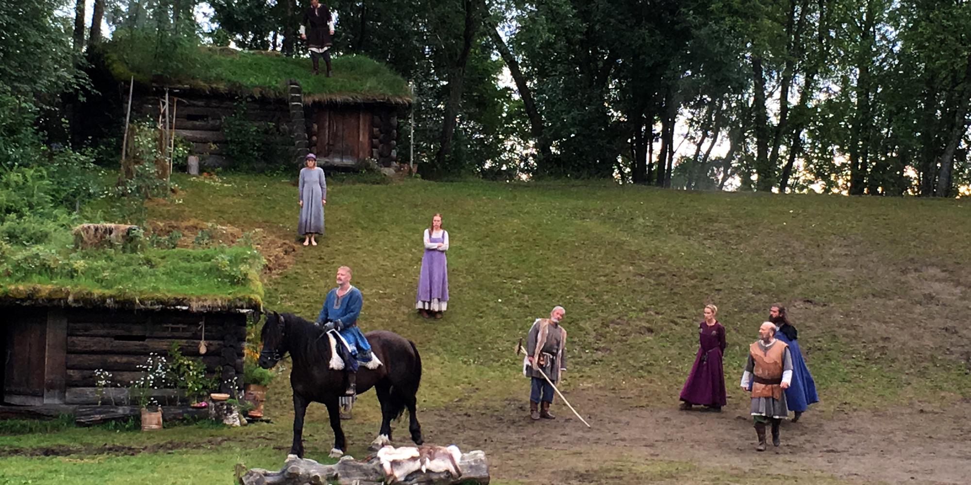 Scene fra Spelet om Heilag Olav 2016 - kongen på hest. Copyright: Visit Innnherred