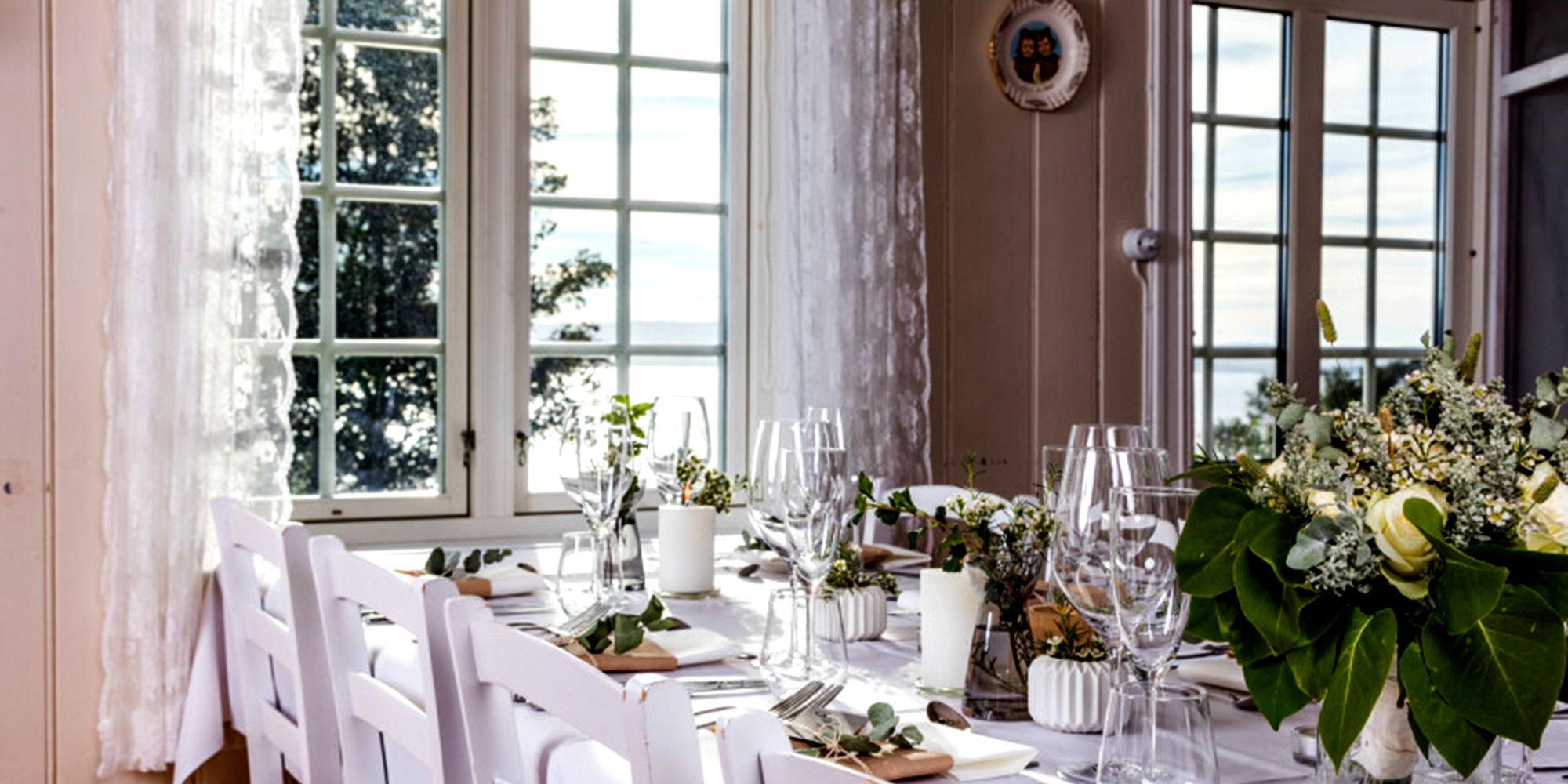 Husfrua Country Farm Hotel - table set for a party. Copyright: Husfrua Gårdshotell