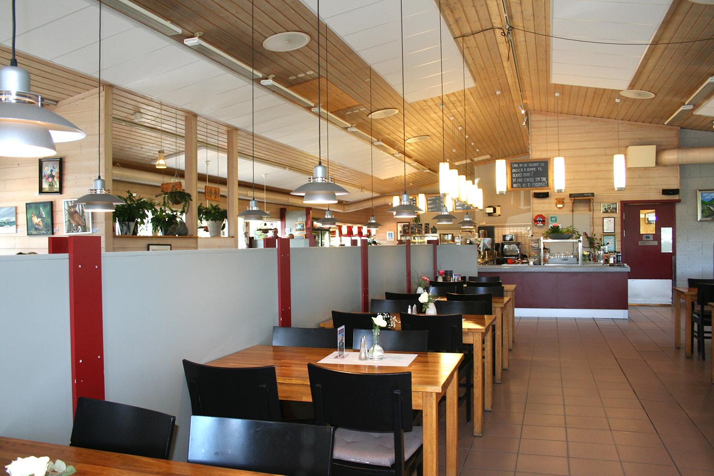 Inne på Aarnes Kafeteria, © Aarnes Kafeteria