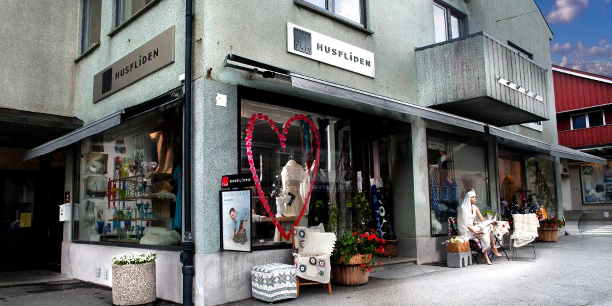 Husfliden Steinkjer - fasaden av butikken. Copyright: Husfliden Steinkjer
