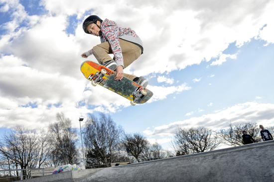 På området utanför Folkhälsocentrum i Laholm finns en skatepark