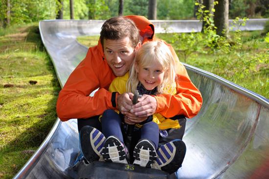 Sommarrodeln Kungsbygget på Hallandsås i Laholm är ett stort nöje för hela familjen