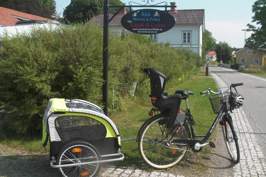Åsa Marint och Fritid i Åsa utanför Kungsbacka erbjuder utkörning och hämtning av cyklar från Göteborg i norr till Halmstad i söder