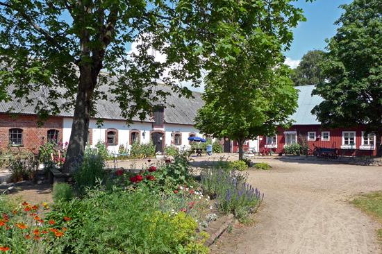 Stadsbondgården Olofstorp i södra delen av Halmstad är ett populärt besöksmål för barnen och deras familjer.
