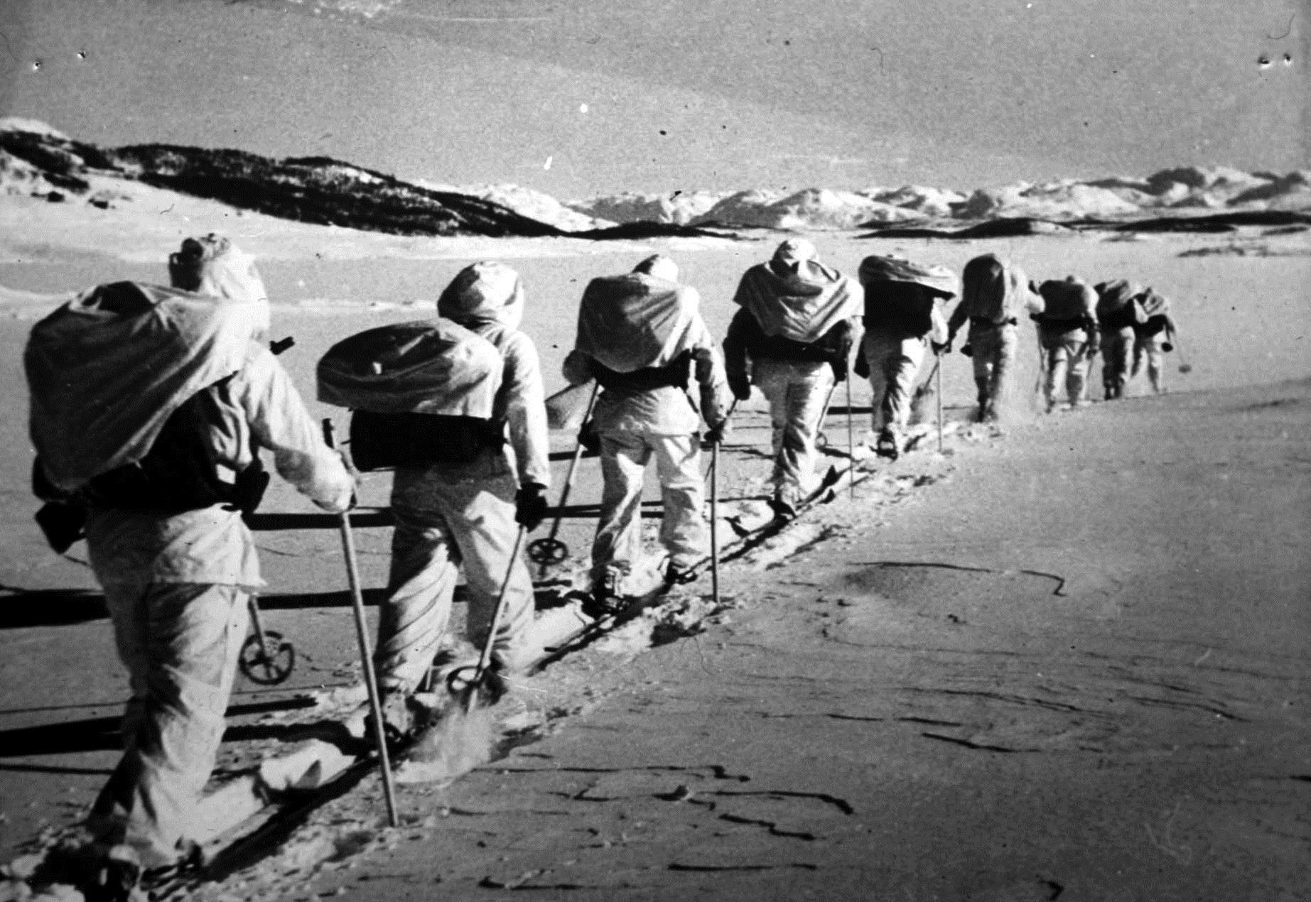 Sabotørstien er veien de verdensberømte norske motstandsfolkene brukte under 2. verdenskrig for å ta seg fram fra Hardangervidda, og ned de bratte juvene til Vemork for å sprenge tungtvannsfabrikken.  , © visitRjukan AS