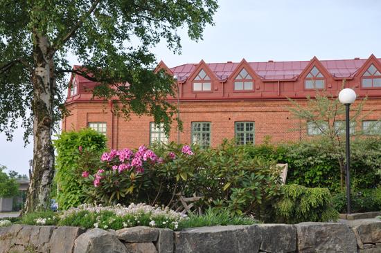 Hamngatan 27 är ett nyöppnat hotell beläget i det gamla sjömagasinet, direkt vid ån Ätran i Falkenberg
