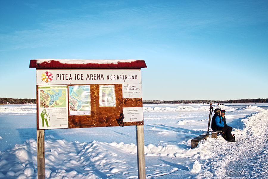 Informationsskylt på isbanan