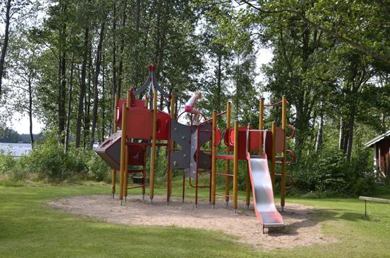 Lekplatsen på Jälluntofta Camping i Hylte är populär hos både små och stora barn.