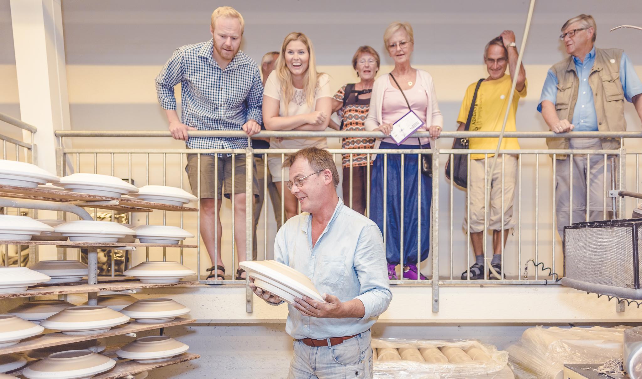 """Porsgrunds Porselænsfabrik i full produksjon. Se hvordan det """"hvite gull"""" produseres, © VisitGrenland"""