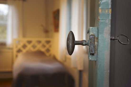 På Charlottenlund, på gränsen mellan Småland och södra Halland, sover du gott i personliga rum
