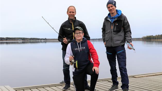 Glada fiskare på bryggan, Stina Eriksson