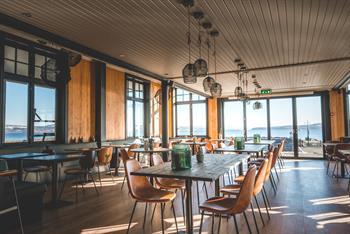 Nydelig utsikt mot Mjøsa på restaurant Fjorn