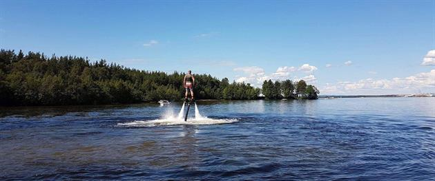 Flyboarding in Piteå, Snö & Vattenevent Piteå AB