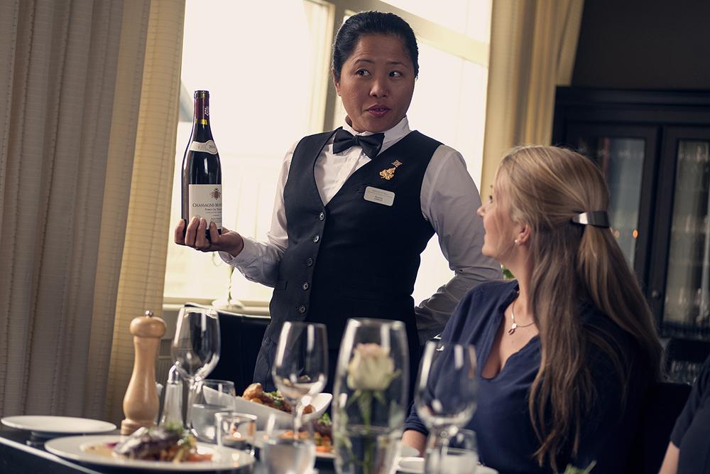 Vin servering på Brasseriet. Copyright: Tom Gustavsen