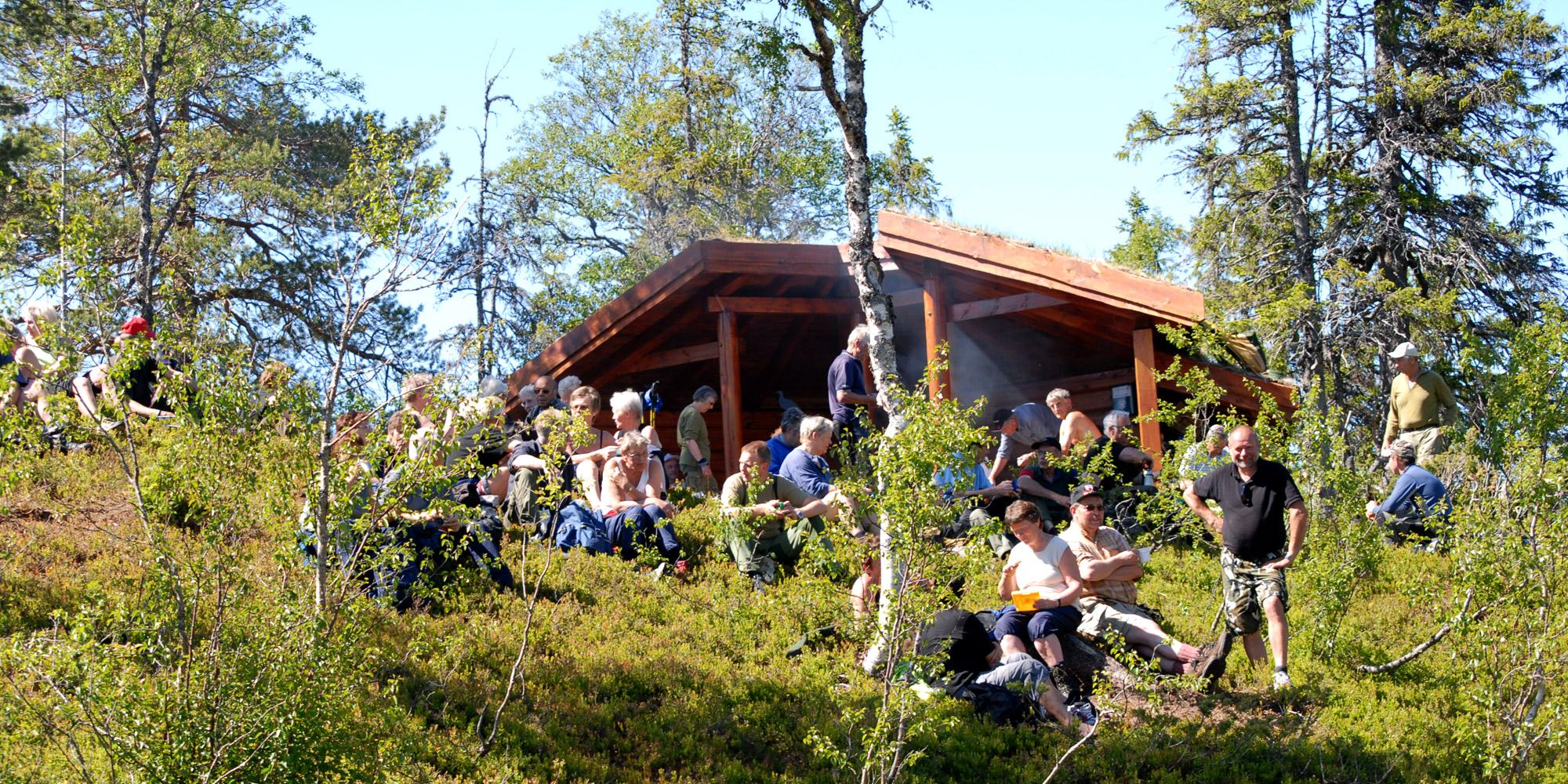 Gapahuken ved Norges Geografiske Midtpunkt i Steinkjer. Copyright: Visit Innherred