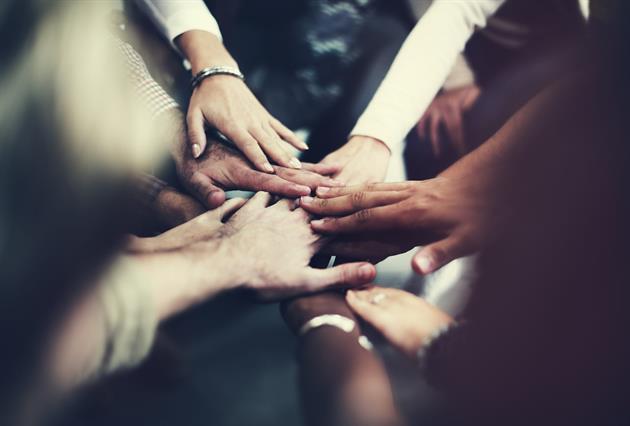 Händer i samarbete