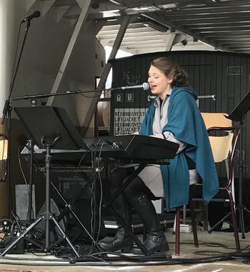 Minikonsert på Rjukan Torg - Hannah Eline Jøines