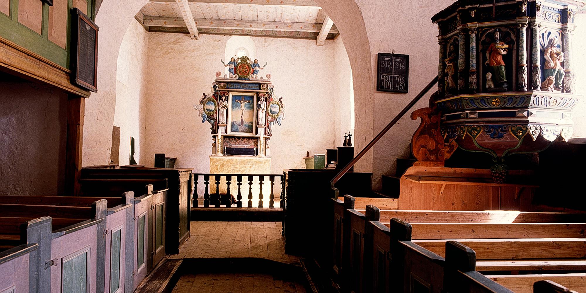 Inside Hustad Church. Copyright: Fortidsminneforeningen