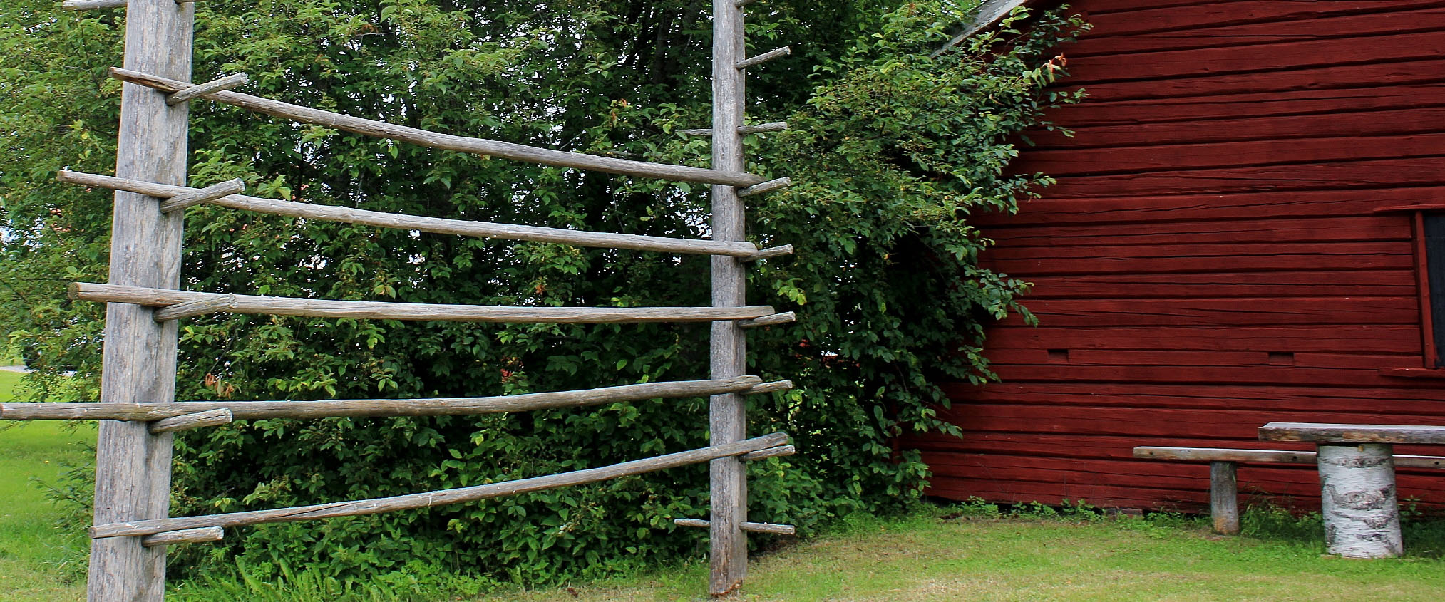 Hay drying rack by Legdgården.