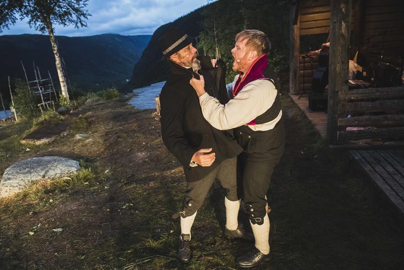 Marispelet ved Rjukanfossen har både kjente skuespillere og lokale amatører. Sammen utgjør de et spel av spektakulært merke., © Dag Jenssen