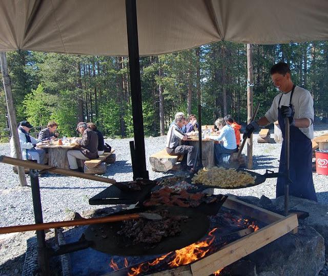 Matlagning över öppen eld Jävrebodarna