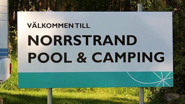 Norrstrands Pool och Camping skylt, Stina Eriksson