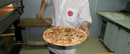 Pizza på restaurang Pitstop 1170x488