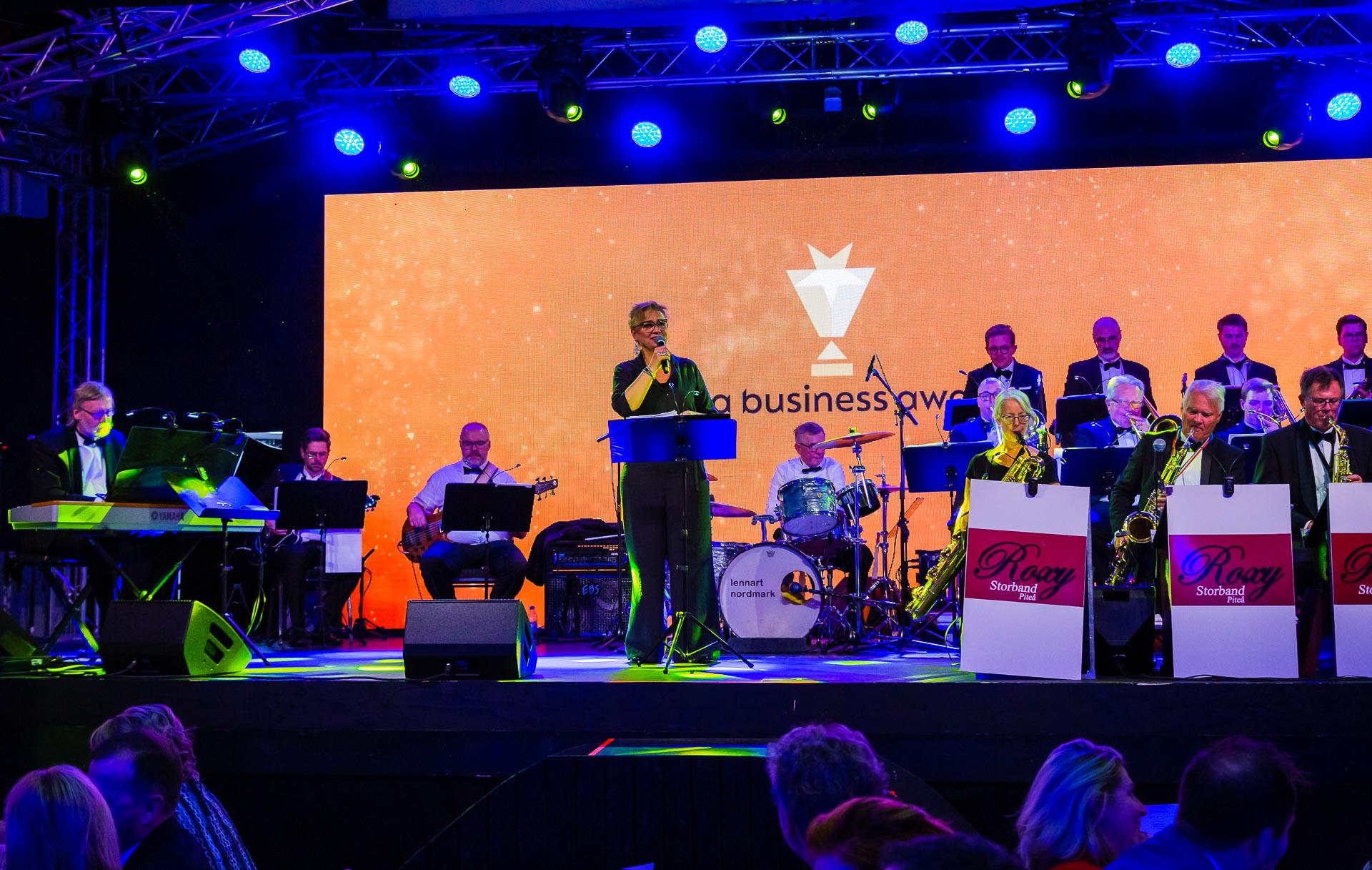 Roxy storband samt Kicki Enqvist på scenen 2019