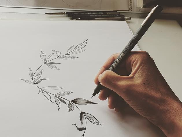 Skissa med tatuerare