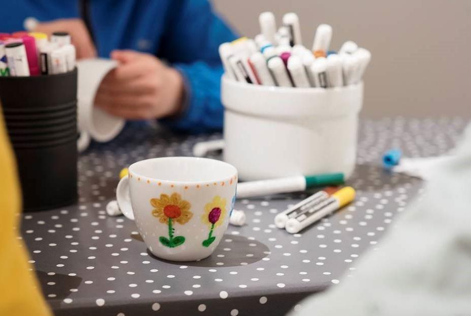 Dekorering av kopper, © Stina Glømmi
