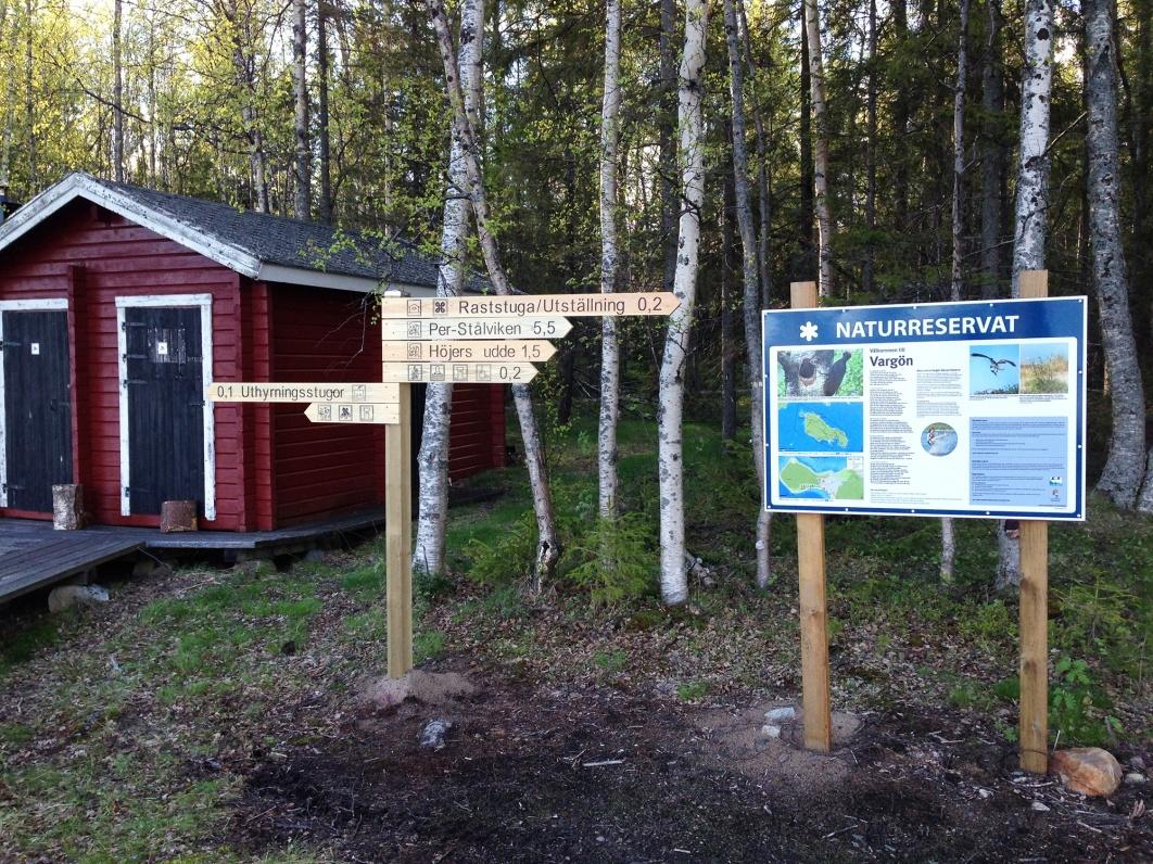 Skyltar på Vargöns Naturreservat