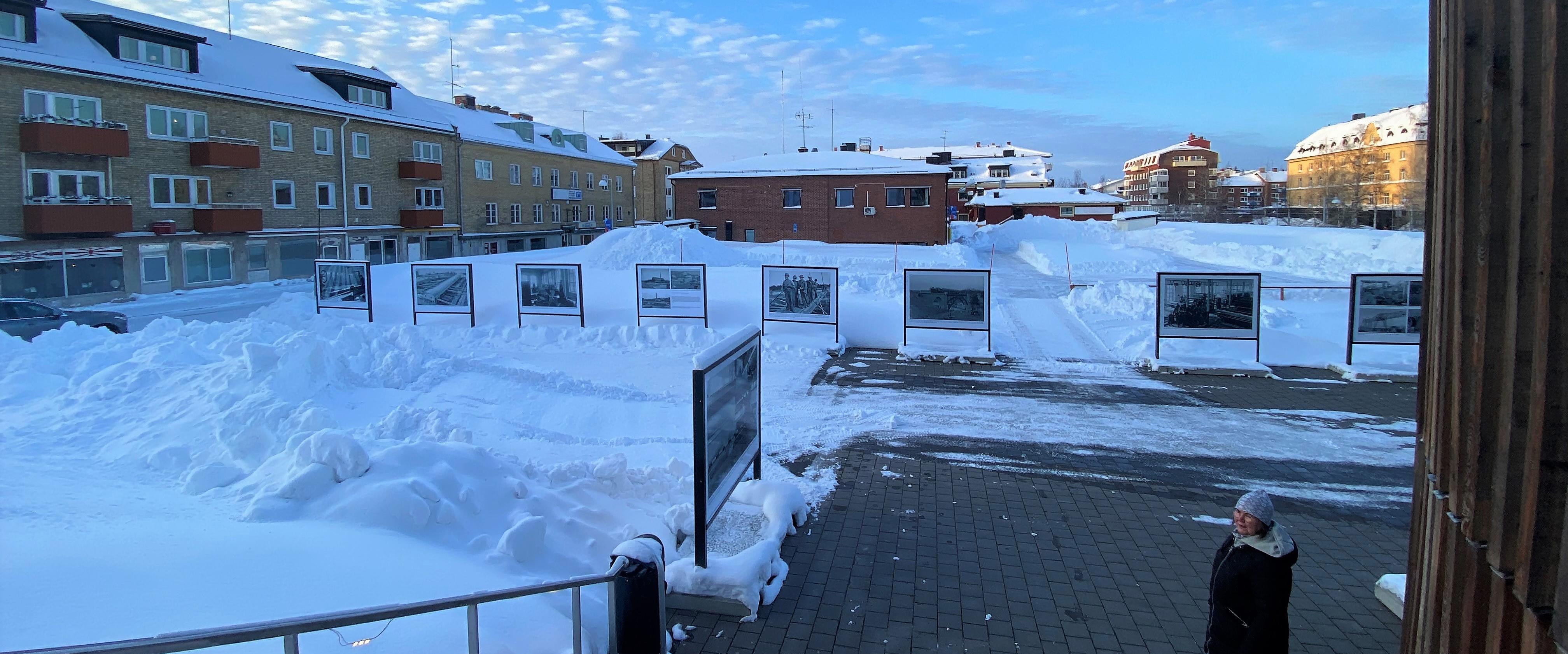 Utsikt från pulkabacken över vinterdäcket mitt i Piteå