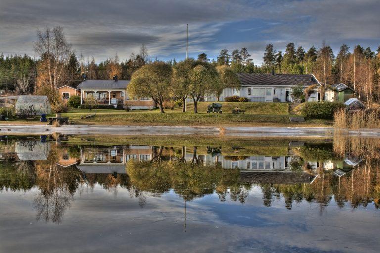 Yellow cabin Fårön