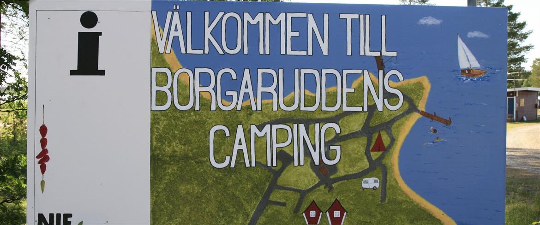 Borgaruddens campings välkomstskylt