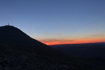 Få med deg solnedgangen fra Gaustatoppen